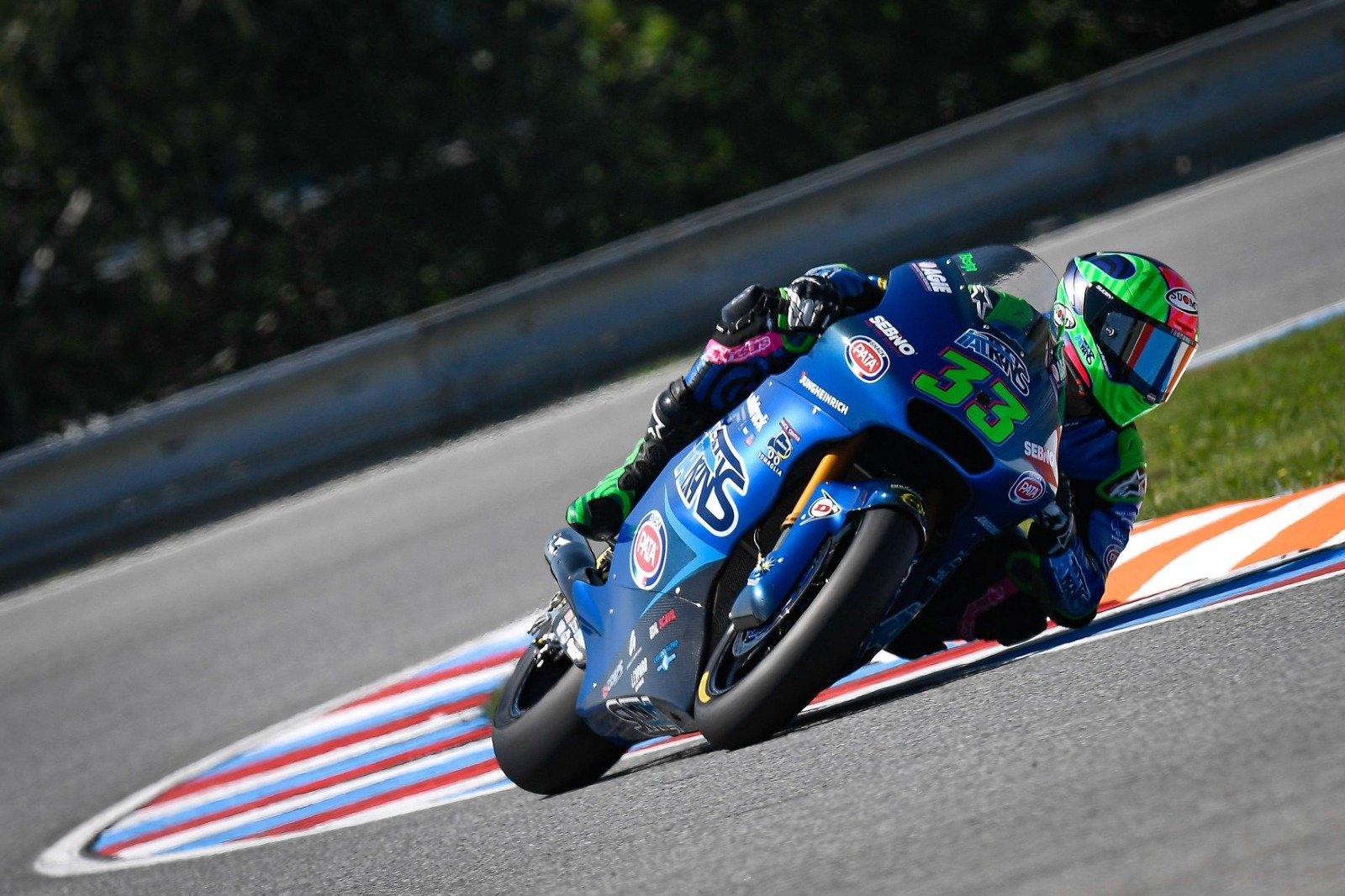 Enea Bastianini domina como una bestia la carrera de Moto2 en Brno