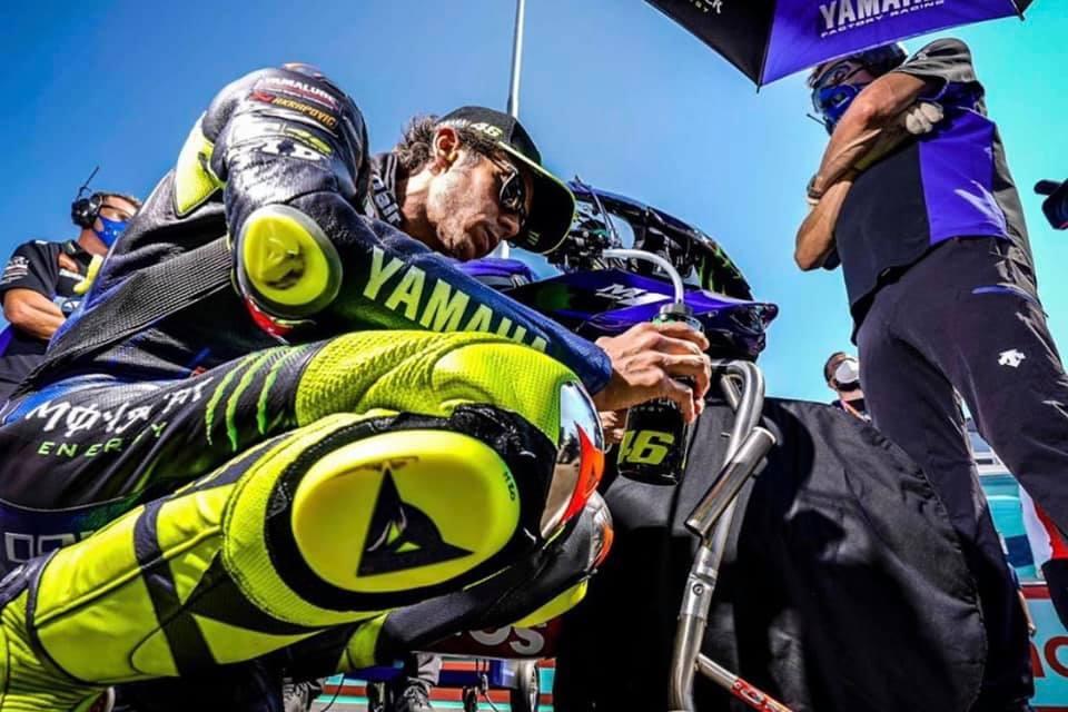Valentino Rossi 'no estoy cómodo en la entrada a curva'
