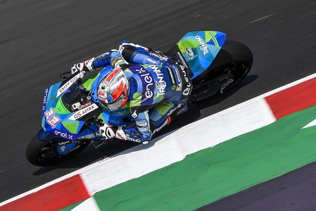 Matteo Ferrari gana en Misano y se pone líder de MotoE