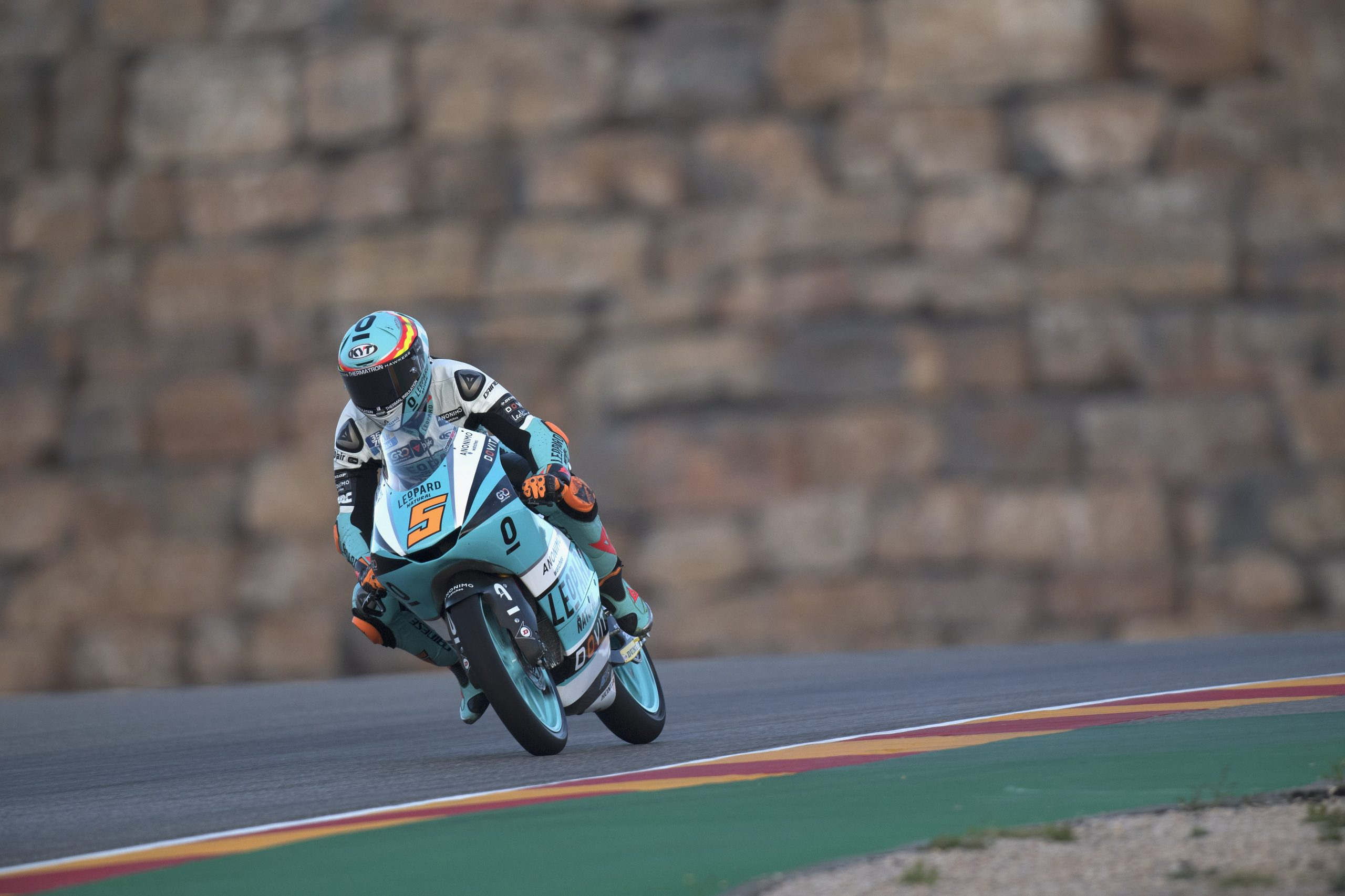 Jaume Masiá vuelve a ganar en Aragón y Raúl Fernández se estrena en el podio