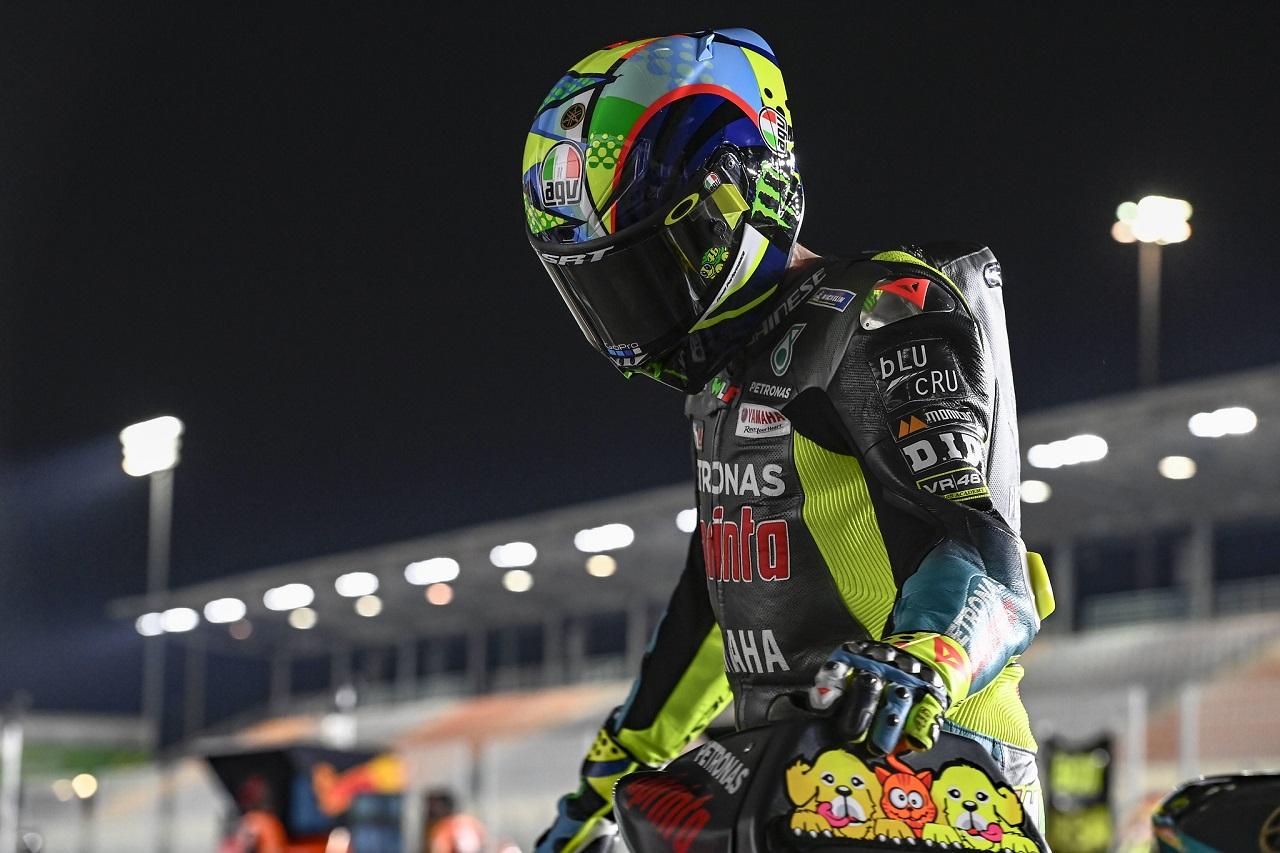 Favoritos: Valentino Rossi se olvida del equipo oficial, y el resto de pilotos se esconden tras Joan Mir