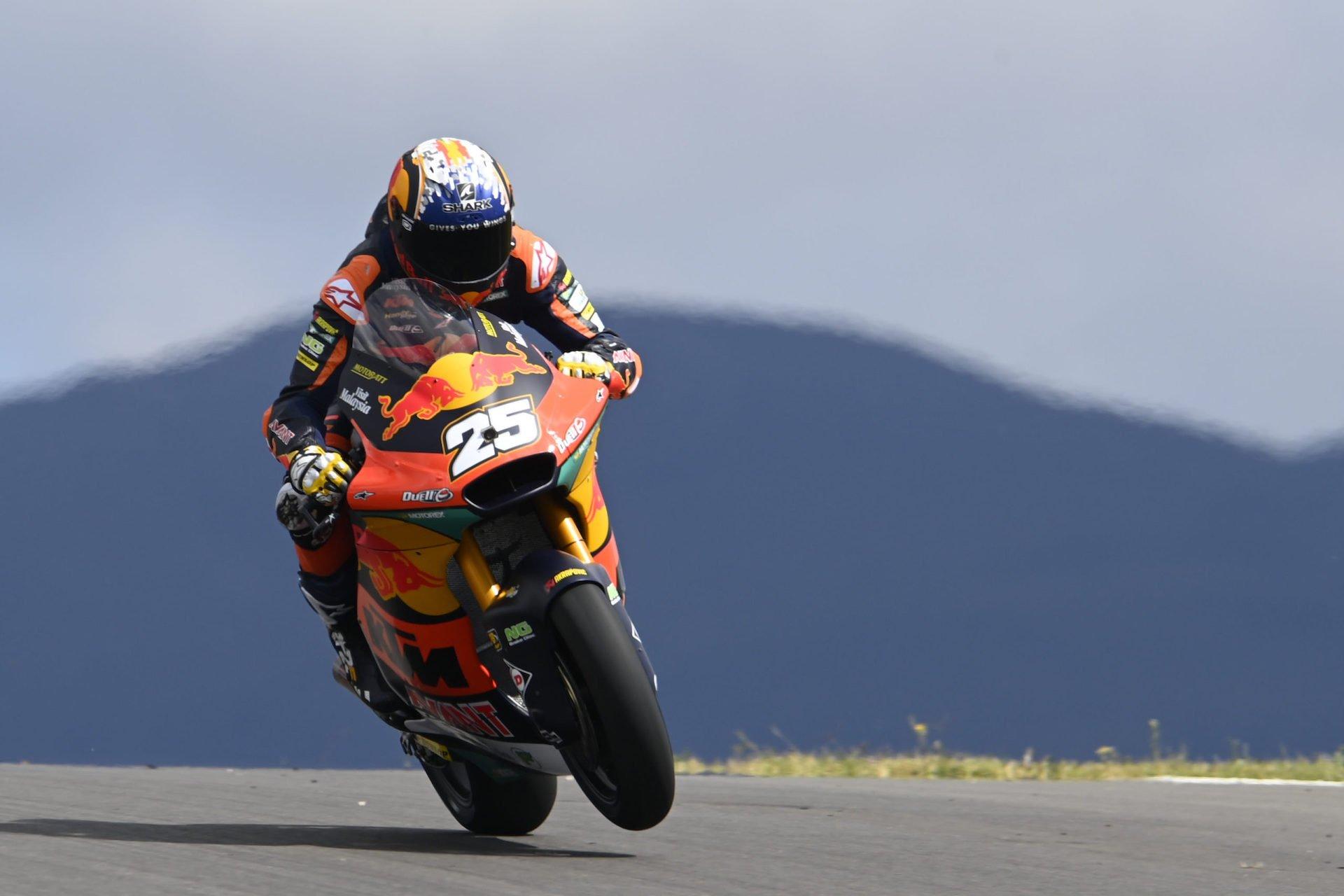 Moto2: Raúl Fernández vence y presenta candidatura en Portimao