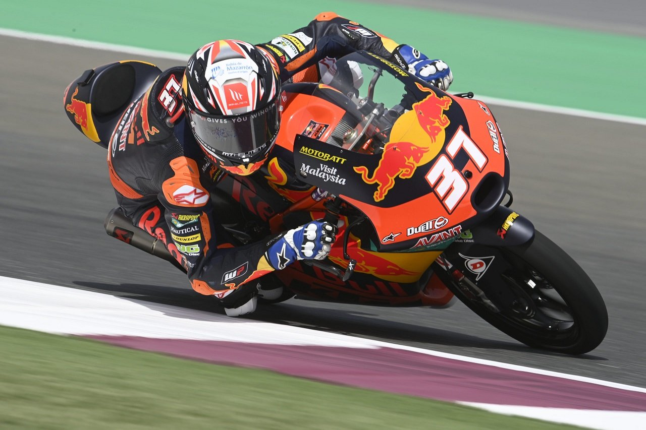 Pedro Acosta logra una victoria histórica saliendo desde pit-lane