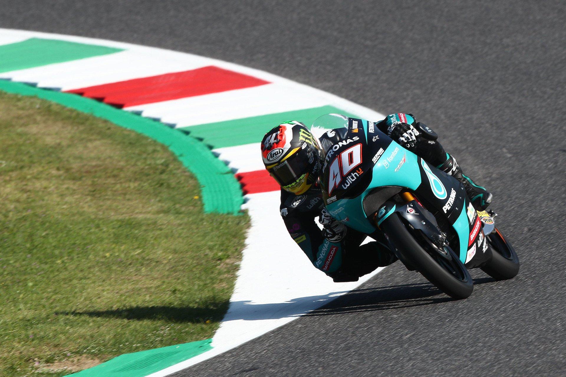 Moto3 Italia: Binder el más rápido del viernes, caída de Acosta (incluye vídeo)