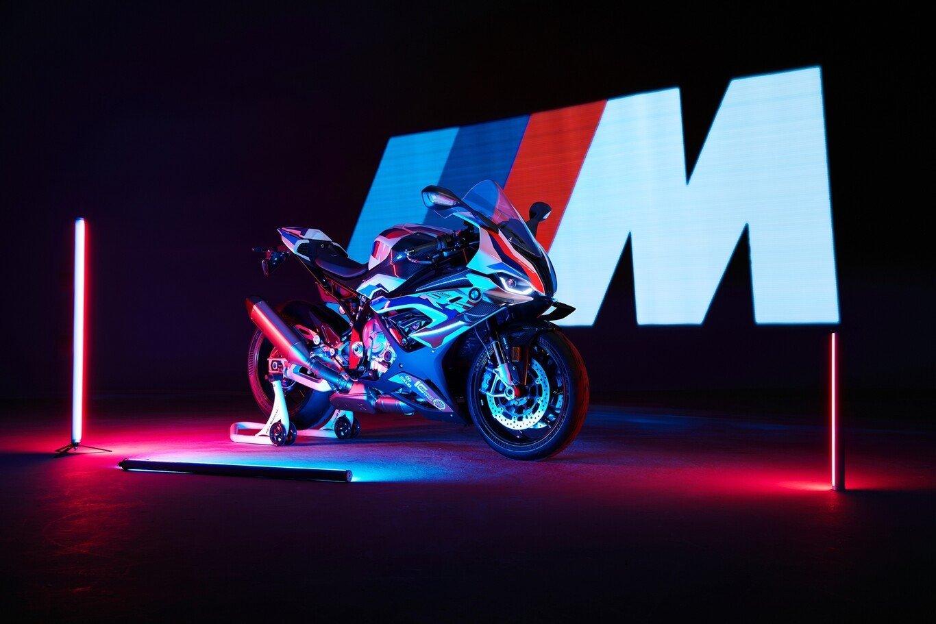 WorldSBK: BMW M 1000 RR, iMvolucración. Novedades y galería de fotos.
