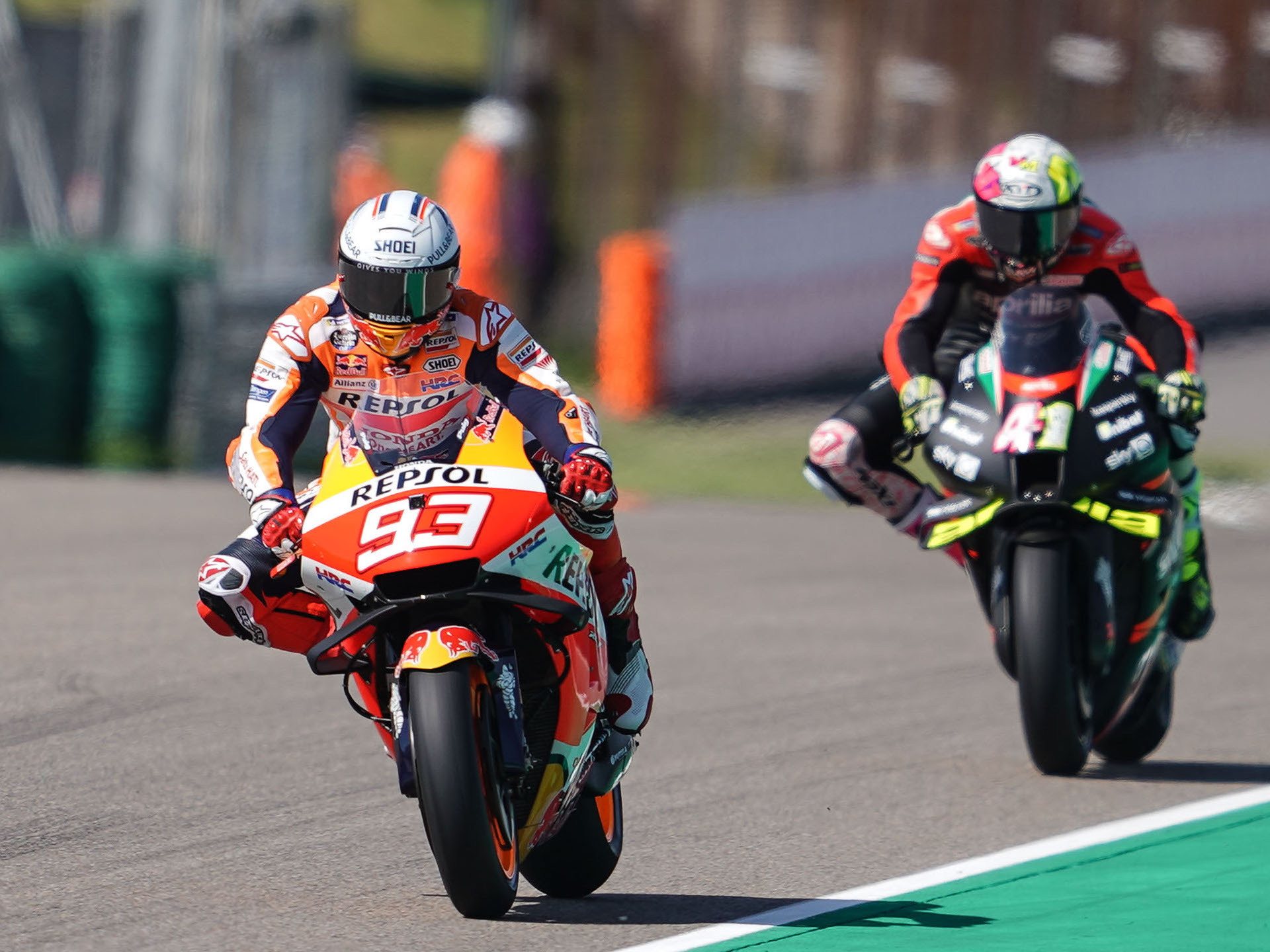 """""""Mal ejemplo damos así"""". (Vídeo) Pilotos de MotoGP esperando rueda en la Q2 de Alemania. Reacciones"""