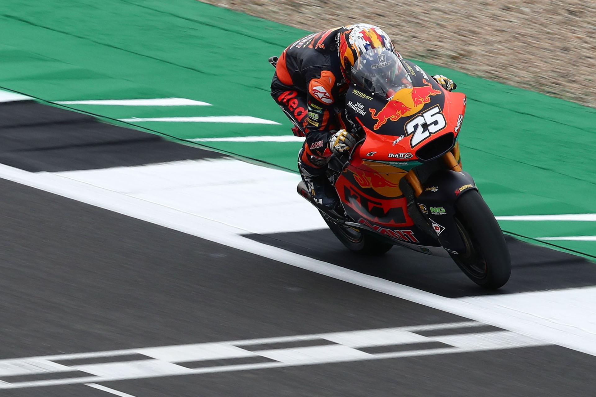 Moto2,  primera jornada en Silverstone: Raúl Fernández aprieta a Gadner. Clasificación combinada.