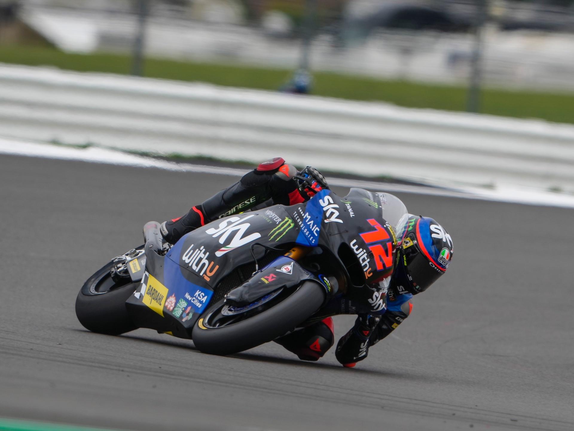 Moto2 Silverstone: pole para Bezzecchi, segundo lugar y salvada para Navarro (incluye video)