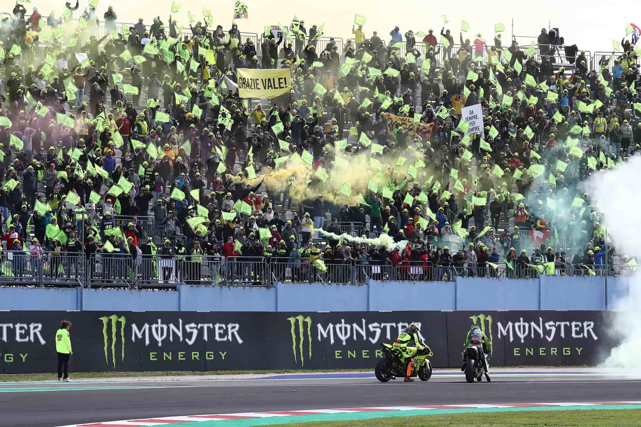 """Valentino Rossi: """"Estoy un poco 'enfadado' con Pecco, con el medio podría haber ganado"""""""