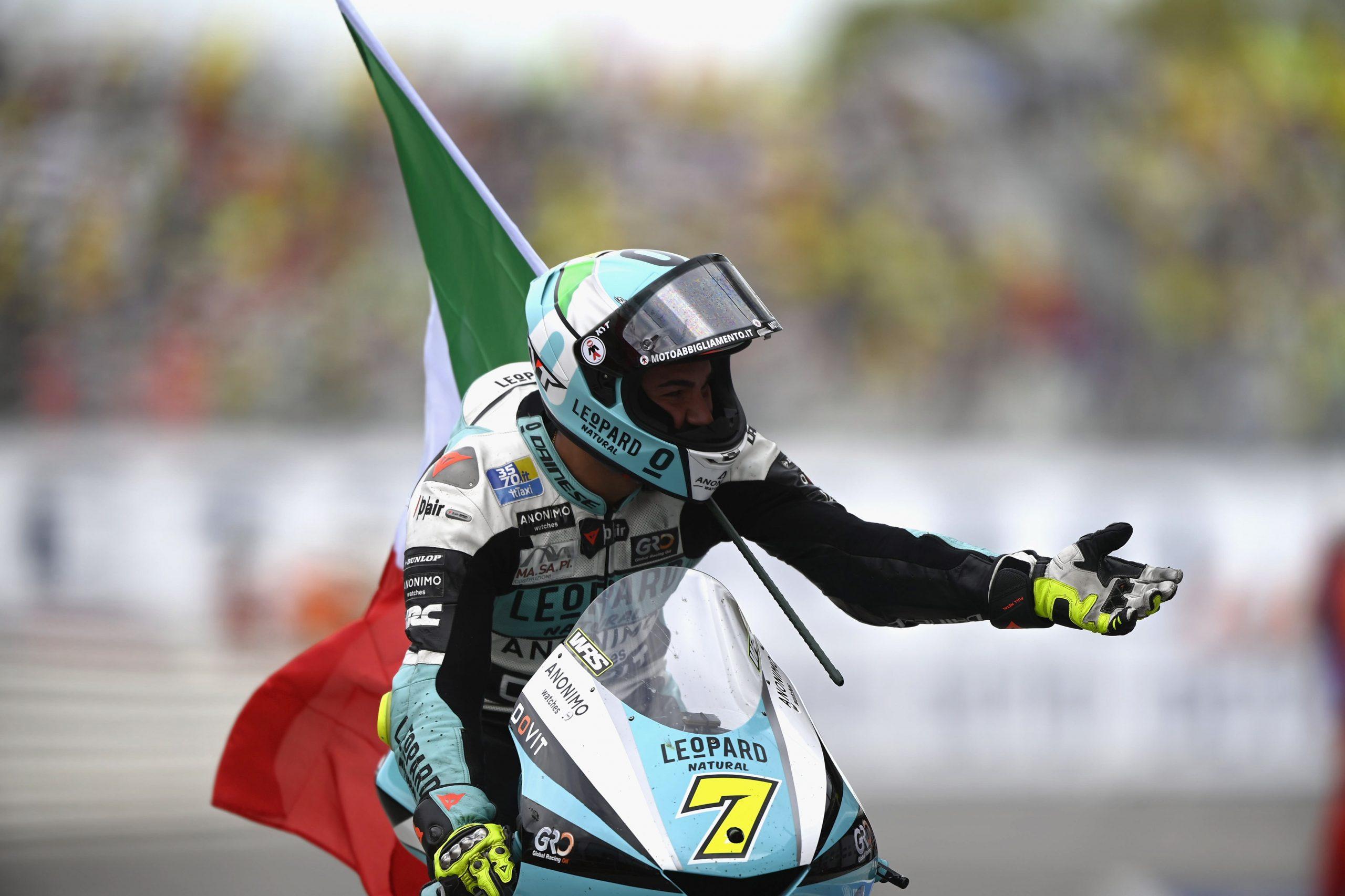 Dennis Foggia gana una espectacular carrera en que Pedro Acosta consigue limitar daños